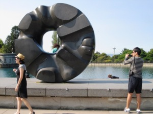 sculpture with people